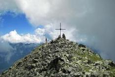 Gipfelkreuz in den Alpen